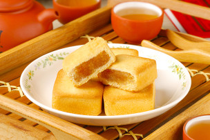 Taiwan-famous-dessert---pineapple-cake