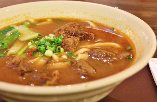牛肉麺 (グーバーミー) にゅうろうめん