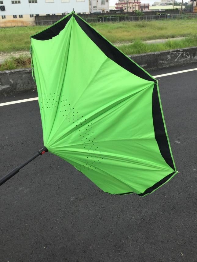 台湾で見かける新しいタイプのかさと雨具の購入