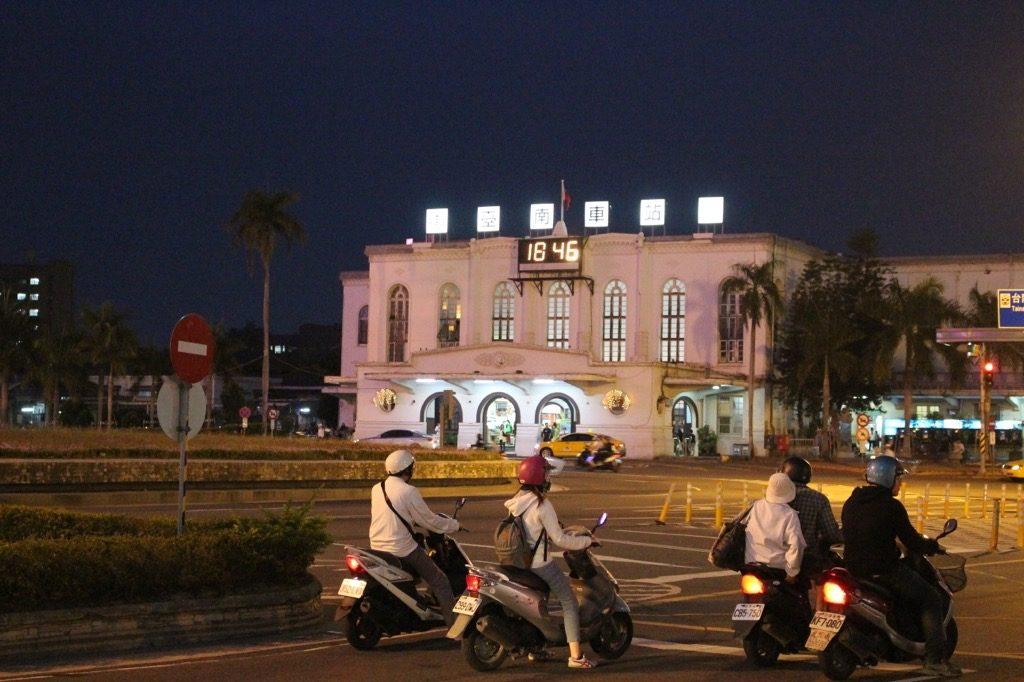 高雄から台南へ電車で行く