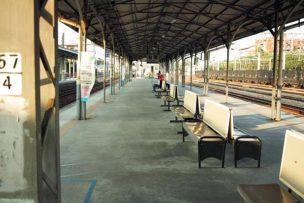 台湾鉄道:ホームの掲示板